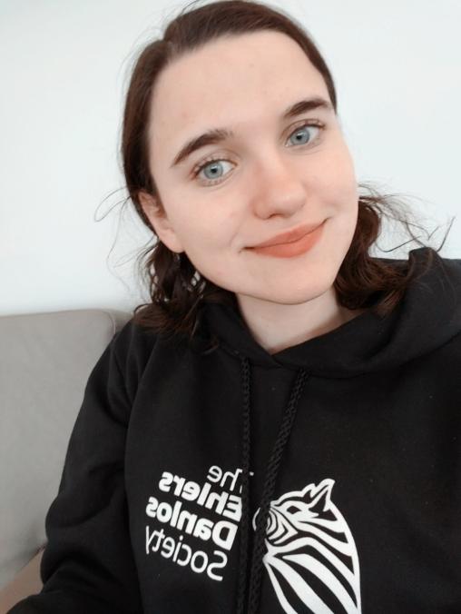 Young woman wearing a black sweartshirt